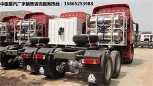 HOWO豪沃LNG后双驱牵引车价格(豪沃LNG天然气牵引车厂家报价)豪沃LNG牵引车配置图片